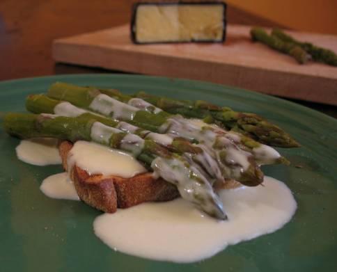 Toast Asparagi eFonduta